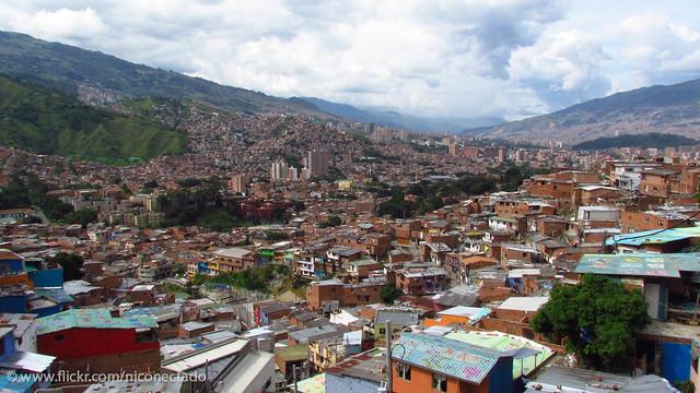 Escaleras El Ctricas Medell N En La Comuna 13 Se