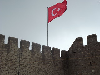 Изображение на Ankara Kalesi близо до Анкара. sky cloud castle nature turkey fuji flag fujifilm independence ankara turkish türk ulus kalesi bayrağı s2980 kalesii