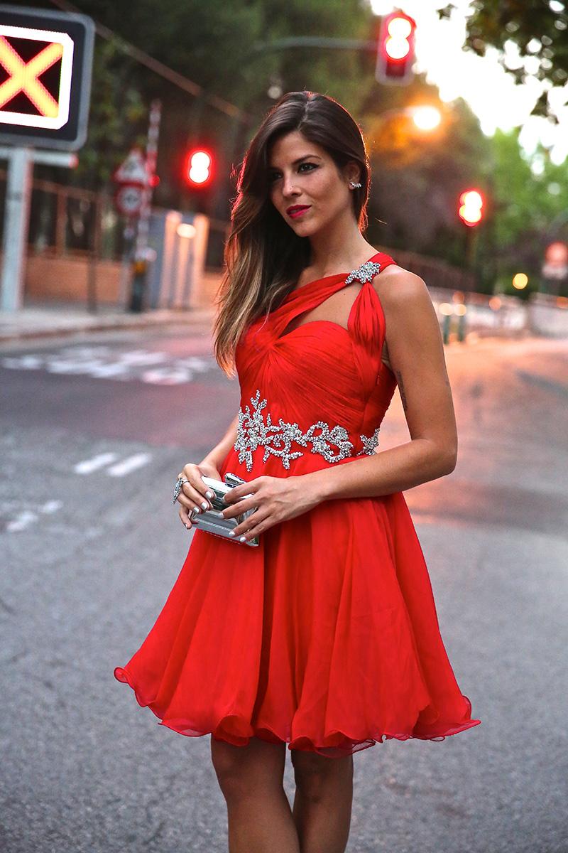 trendy_taste-look-outfit-street_style-ootd-blog-blogger-fashion_spain-moda_españa-red_dress-vestido_rojo-pedreria-coctel-cocktail-boda-wedding-chupa_cuero-leather_jacket-saint_laurent-5