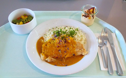 Seehecht in Sesam-Curry-Kruste mit Reis & Currysauce / Hake in sesame curry crust with rice & curry sauce
