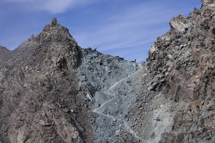 Το διάσελο Col Loson στα 3.299μ υψόμετρο, στο Κ-90 της διαδρομής