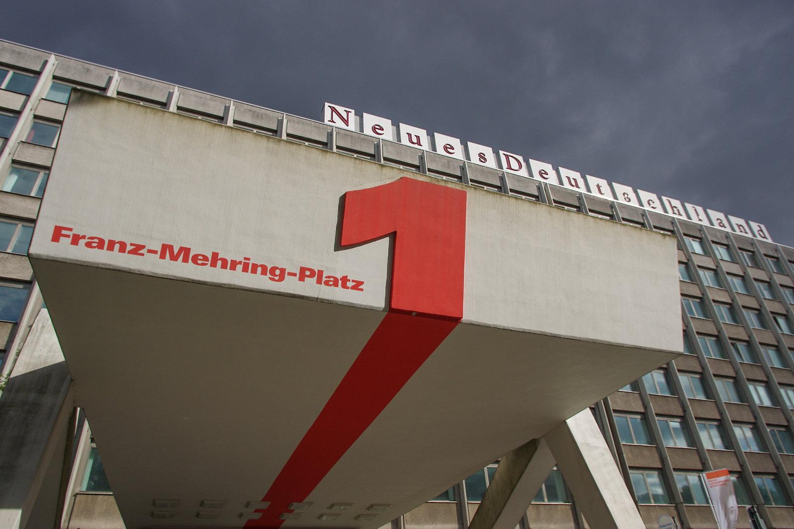 Architecture à Berlin - Franz-Mehring-Platz 1, l'ancien siège du parti socialiste unifié de l'ex-RDA