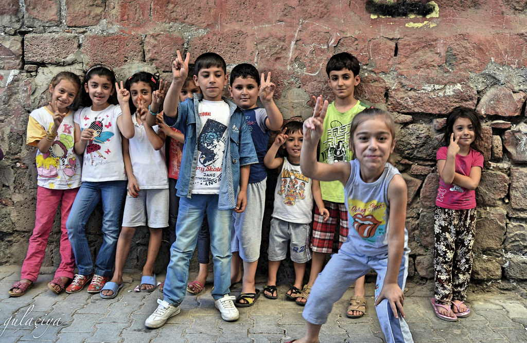 Zarokên Amedê / the children of Amed