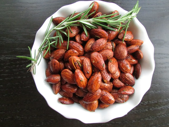 rosemary roasted almonds on twothirtyate.com