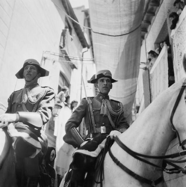 Procesión del Corpus Christi en los años 50. Fotografía de Francesc Catalá Roca © Arxiu Fotogràfic de l'Arxiu Històric del Col·legi d'Arquitectes de Catalunya. Signatura B_4348_356