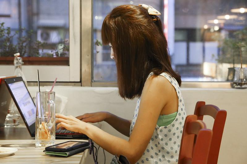 【台北咖啡館】食尚玩家推薦台北十大必吃下午茶。框影咖啡館~近信義區四四南村、世貿展覽館