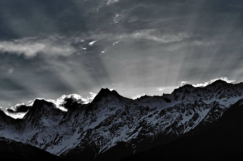 morning sky india sunrise dawn skyandclouds sunrays indiatravel uttarakhand munsiyari panchchuli panchchulipeaks