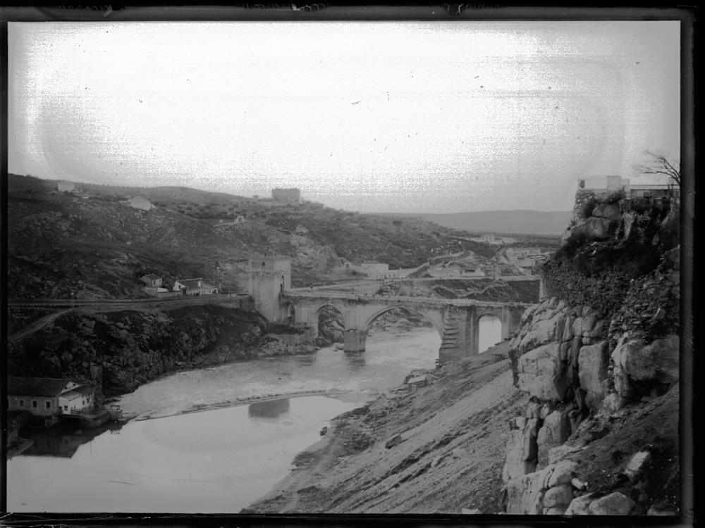 Roca Tarpeya a comienzos del siglo XX. Fotografía de J. Lacoste © MECD, Fototeca del IPCE, signatura VN-10779_P