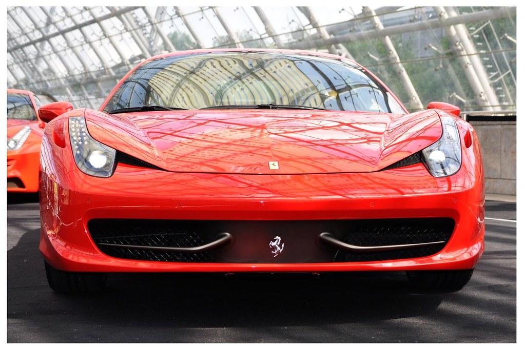 Ferrari 458 Italia Vermelha - Car Reviews