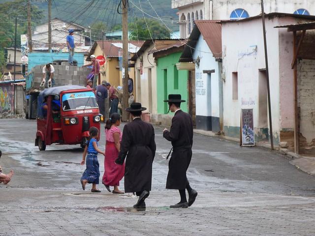 Ultraortodoxos judíos en San Juan La Laguna (Lago Atitlán, Guatemala)