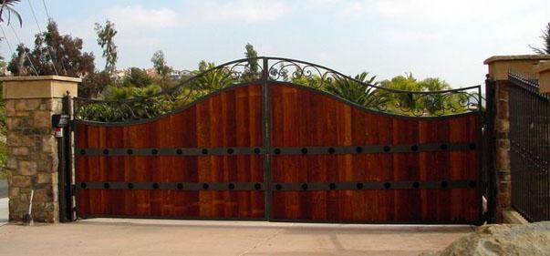 Desain Pintu Gerbang Rumah Mewah dan Unik Terkini 5 a