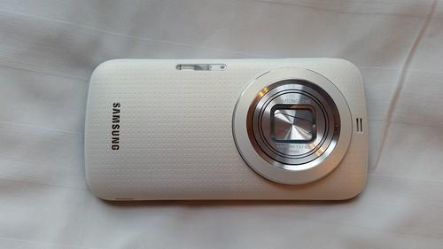 Samsung Galaxy K Zoom ด้านหลัง