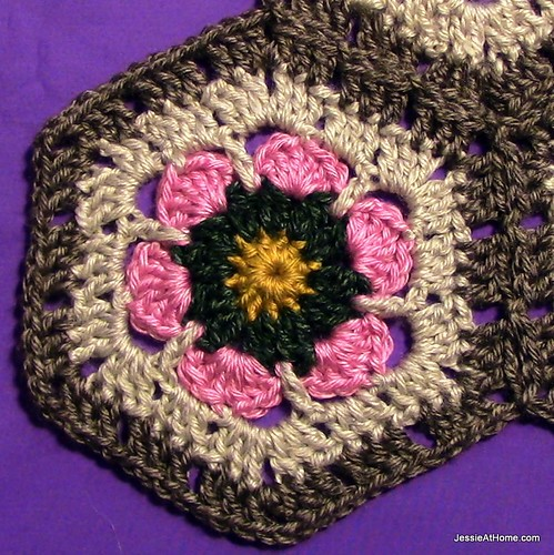 Stitchopedia-Motifs-Flower-To-Hexagon-Granny-With-Join-001