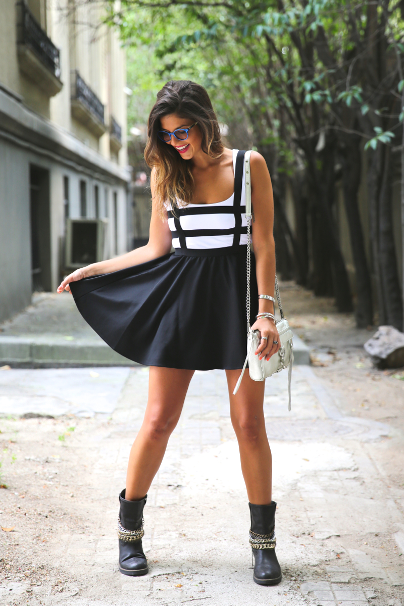 trendy_taste-look-outfit-street_style-ootd-blog-blogger-fashion_spain-moda_españa-natalia_cabezas-rocky-botas_moteras-steve_madden-silver_bag-bolso_plata-transition-vestido_rayas-striped_dress-10