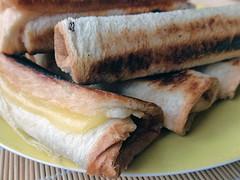 gerollter, gebratener Toast