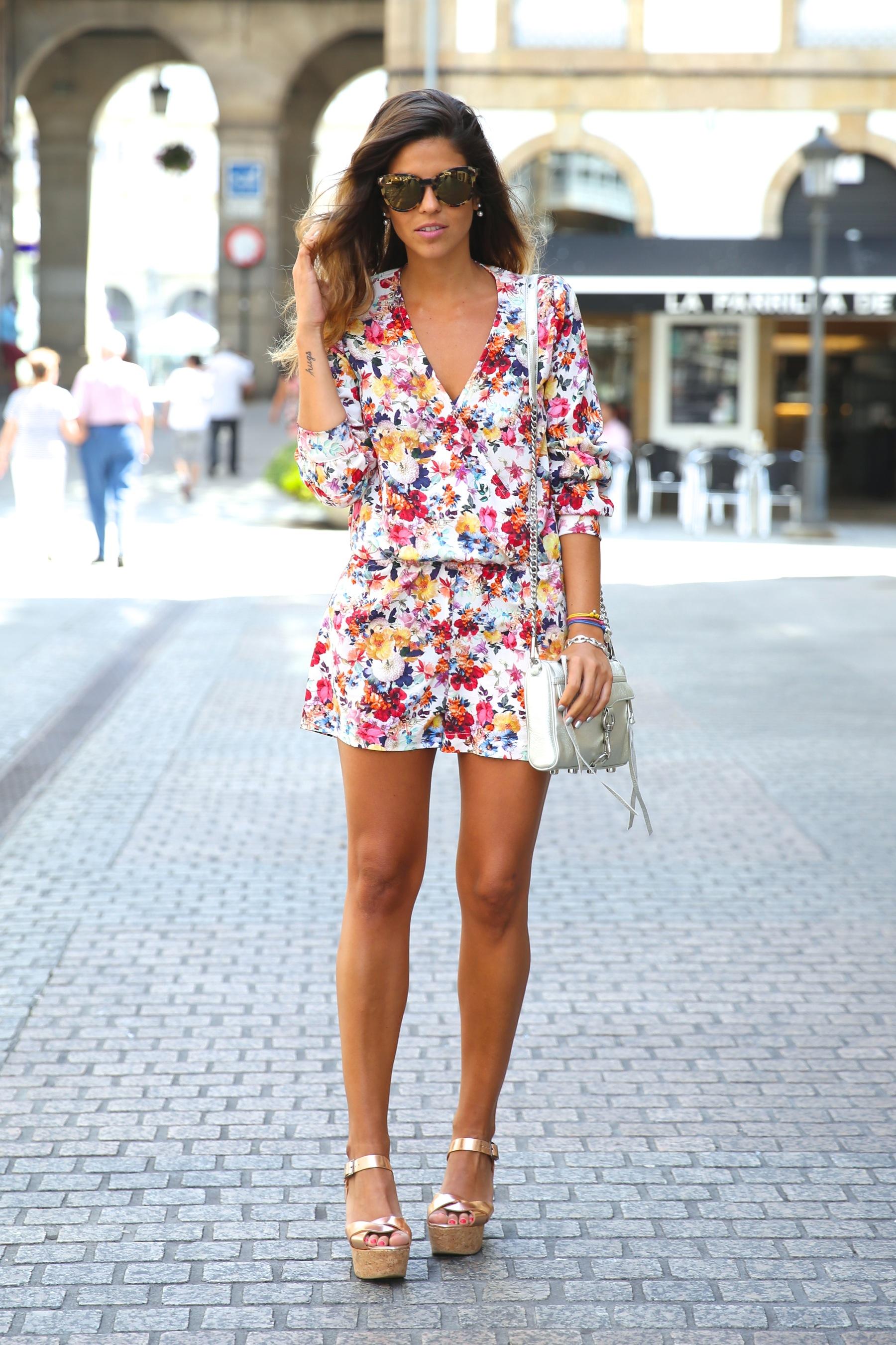 trendy_taste-look-outfit-street_style-ootd-blog-blogger-fashion_spain-moda_españa-mono-flores-flower_print-verano-summer-overall-la_coruña-11