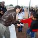 El Gobernador Guillermo Padrés Elías personalmente entregó certificados a ciudadanos. por Guillermo Padrés Elías