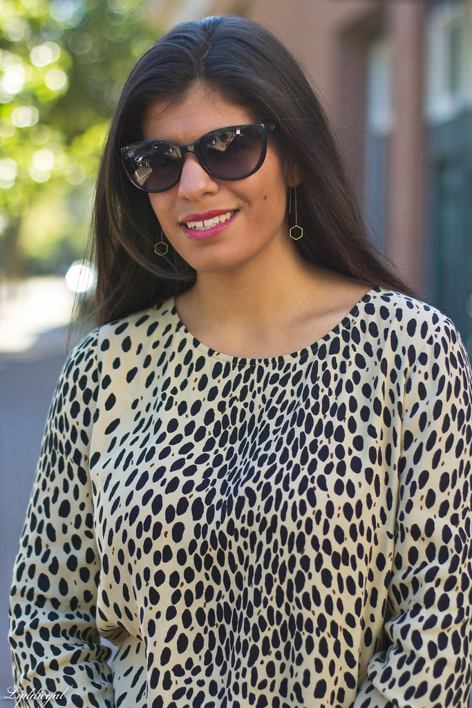 Grey Jeans, Leopard Tunic, Coach Pumps-4.jpg