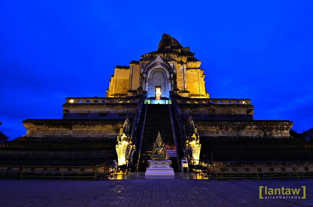 Chedi Luang at dawn