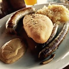 Currywurst and nürnberger en San Antonio. Bavarian brauhaus.