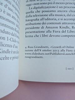 Come finisce il libro, di Alessandro Gazoia (Jumpinschark). minimum fax 2014. Progetto grafico di Riccardo Falcinelli. Sistema delle note, a piè di pagina, in corpo minore, allineate al testo, a ogni cap. la num. ricomincia: a pag. 101 (part.), 1