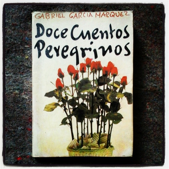 """García Márquez: """"Fue en México..., en 1974, donde se me hizo claro que este libro no debía ser una novela..., sino una colección de cuentos cortos, basados en hechos periodísticos..."""" (1992: 14)."""