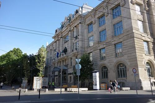 リスト音楽院と広場