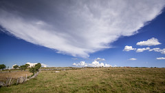 Nuages impressionants dans le ciel de l'Aubrac - Impressive clouds in the sky of Aubrac region