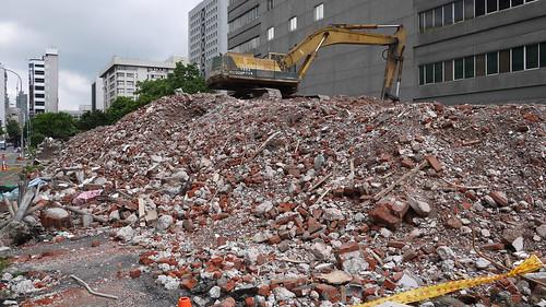 台北華光社區範圍內原台北刑務所北面圍牆附屬官舍群,目前正遭到法務部拆除中。