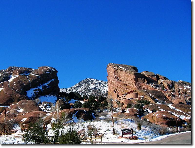 Amphitheatre& Mt.Morrison (2)