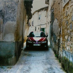 Esta es la foto antes de pasar!  Mi amigo #JMG se bajó antes para la foto, o porque temía que después saldría por el baúl! Jijiji!  @eugeoterogirbal no estoy allá la foto es de otro viaje. Pasala lindo! #Renault #RenaultMegane #Madrid #Horch