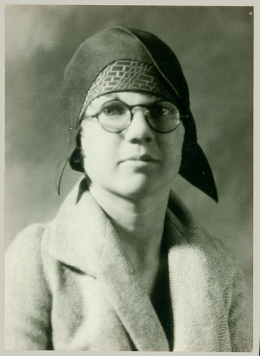 Portrait of a woman with round glasses