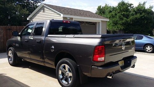 aluminum closed s pickuptruck driveway dodge ram lt discontinued diamondback diamondplate tonneaucover truckbedcover dr09 mediumtodarkgraytruck driversidetaillightview blacklinex ruggedblack