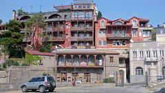 Typowa architektura w Tbilisi.