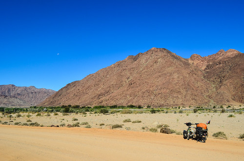 Cycling the C13 by the Orange river, Namibia