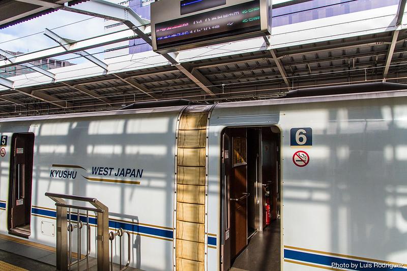 Librea de un shinkansen N700 que circula hacia Kyushu