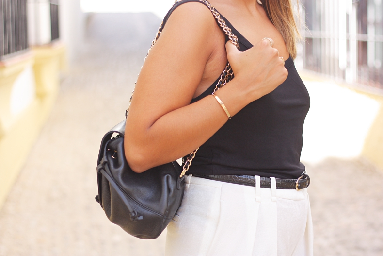 street_style-outfit-black_and_white-adidas_superstar_2-backpack-zara_daily