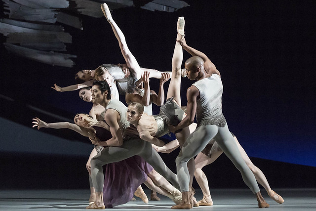 Members of The Royal Ballet in Aeternum © Johan Persson / ROH