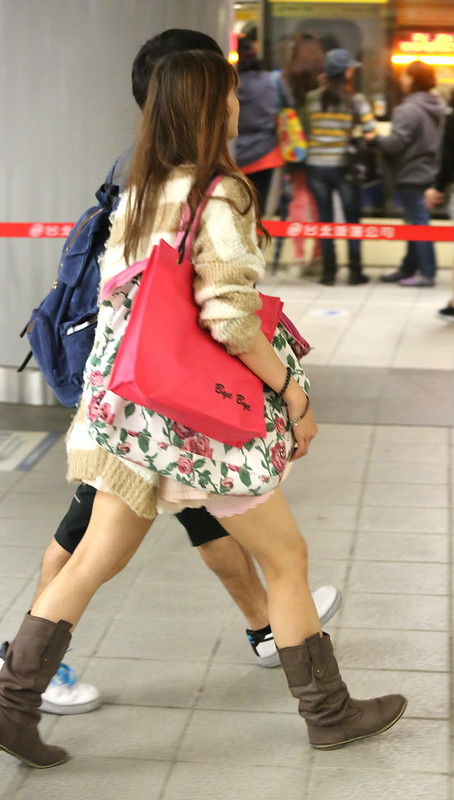 girl wearing pink short skirt粉紅短蓬裙靴子女孩IV