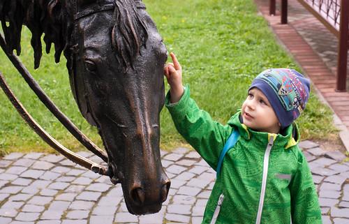 horse baby statue tisha child belarus baranovichi
