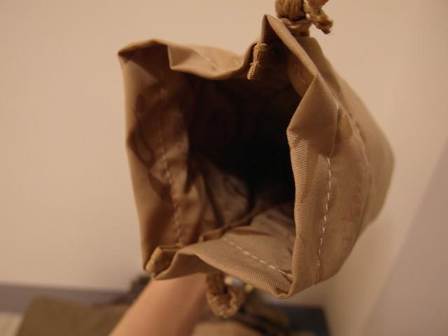 Storksak Olivia Moss 金棕奧莉薇包,保冷袋內裡也很仔細的縫上了 logo 圖案的內裡布料喔
