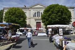 Le palais de justice le jour du marché