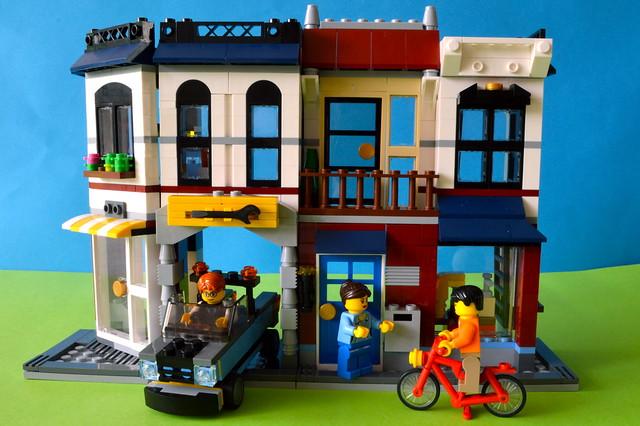 LEGO Auto-repair shop