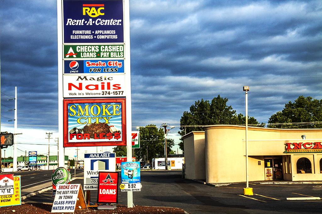Strip-mall-signs--Kennewick