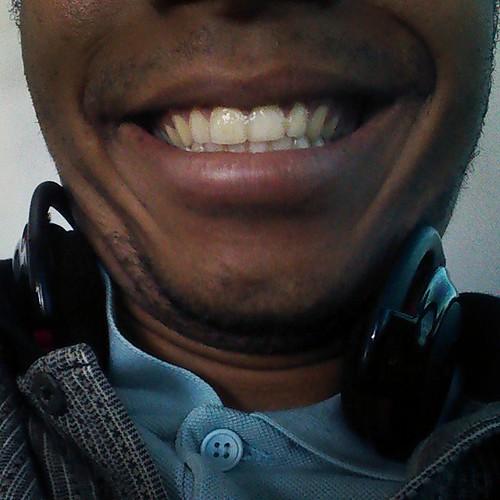 Segura o sorriso do preto. :)