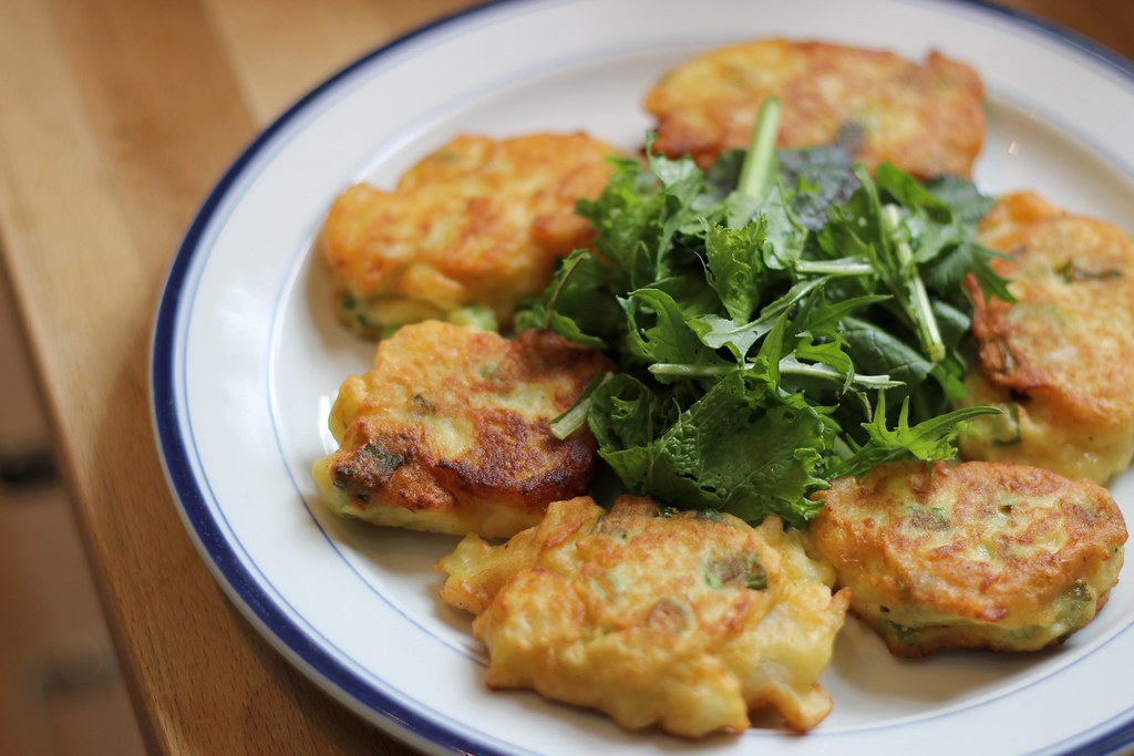 Turnips patties with salad
