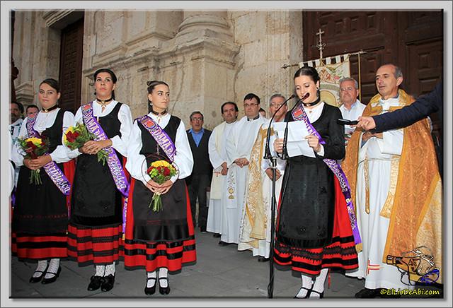 5 Procesión y canto de la Salve, desfile de peñas y toro de fuego