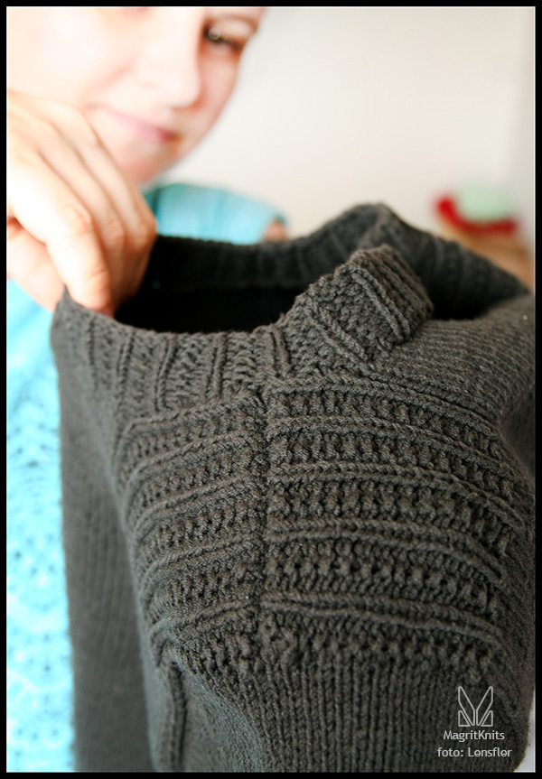 grey sweater - detail