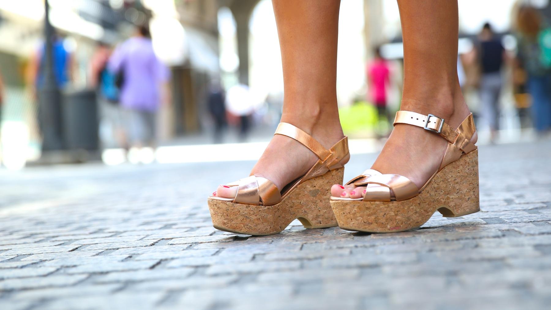 trendy_taste-look-outfit-street_style-ootd-blog-blogger-fashion_spain-moda_españa-mono-flores-flower_print-verano-summer-overall-la_coruña-1