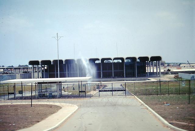 SAIGON 1968 - Thu Duc-Long Binh Road - Nhà máy nước Thủ Đức - Photo by Paul Moore